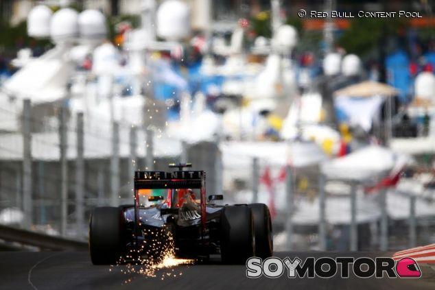 Daniil Kvyat con el RB11 en Mónaco - LaF1