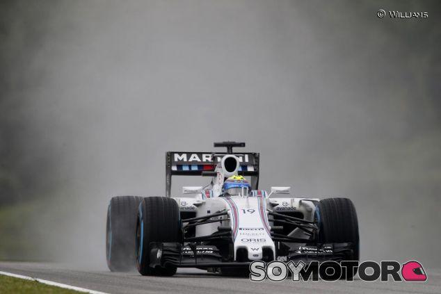 Felipe Massa rodando bajo la lluvia en Malasia - LaF1