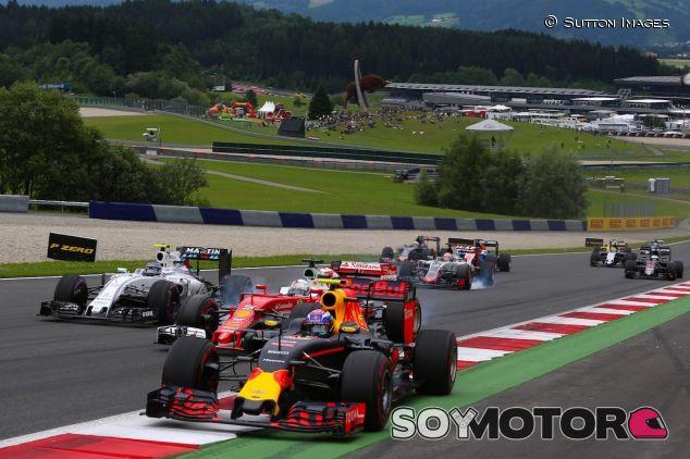 Max Verstappen en los primeros instantes de carrera en Austria - LaF1
