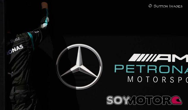 Logo de Mercedes en Barcelona - SoyMotor.com
