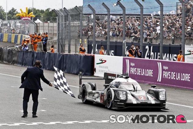 El Porsche #2 cruza la meta como ganador de las 24 Horas de Le Mans 2016 - LaF1