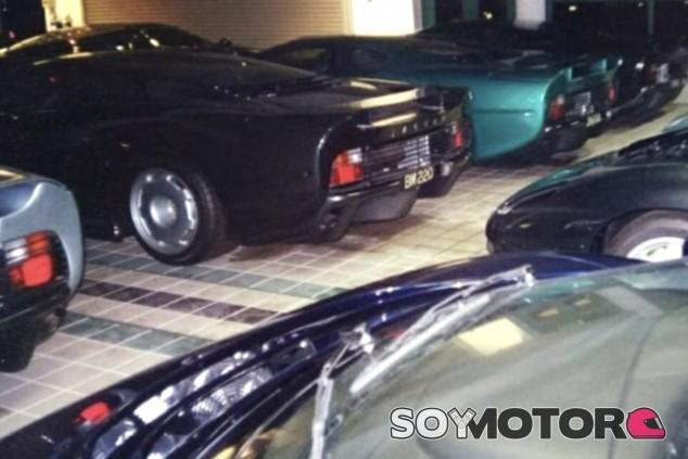 Media docena de Jaguar XJ220 descansan ocultos en uno de los garajes del Sultán - SoyMotor.com
