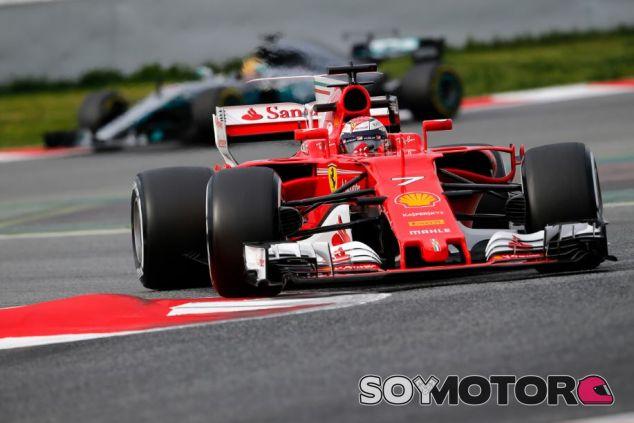Räikkönen y Hamilton en los tests de Montmeló - SoyMotor