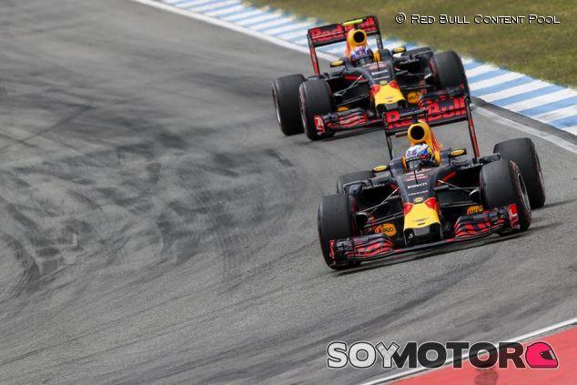 Red Bull intentó dar caza a Hamilton con distintas estrategias entre sus pilotos - LaF1