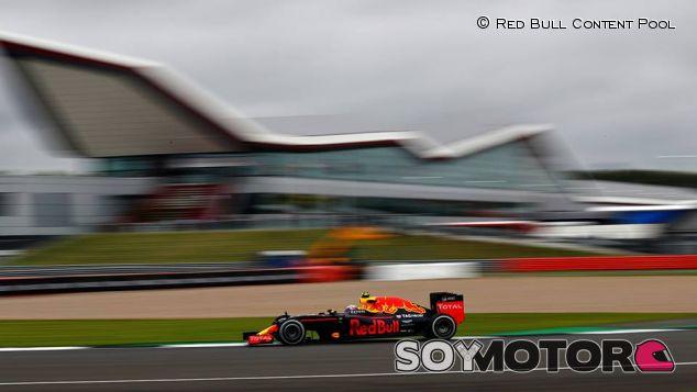Red Bull planta a cara a Mercedes: Análisis de los Libres 1 y 2 - LaF1