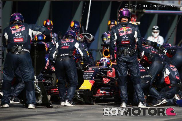 Daniel Ricciardo haciendo un pit stop en Australia - LaF1