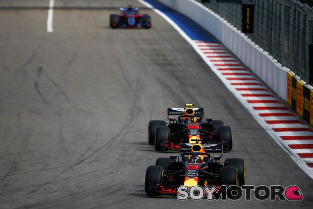 Daniel Ricciardo y Max Verstappen en Sochi - SoyMotor.com