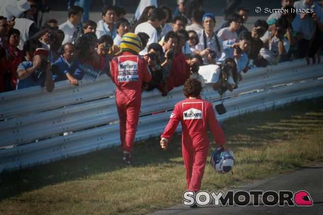 Ayrton Senna y Alain Prost después del accidente de Suzuka 1990 - LaF1