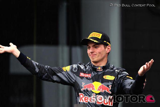 Max Verstappen en el podio de Brasil - LaF1