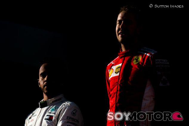 Lewis Hamilton (izq.) y Sebastian Vettel (der.) – SoyMotor.com