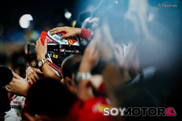 Raikkonen celebrando su segundo puesto en Sakhir - LaF1.es