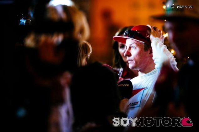 Kimi Raikkonen ante la prensa en Baréin - LaF1.es
