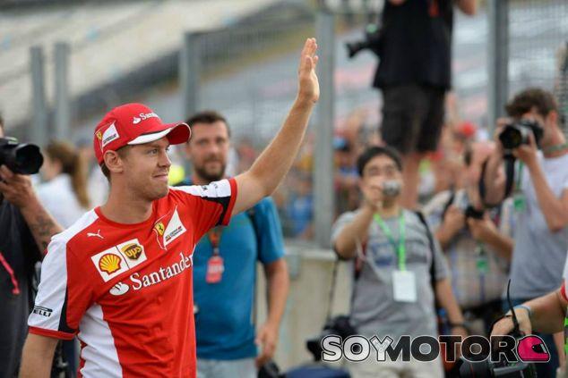 Vettel visita Monza por primera vez vestido de rojo - LaF1