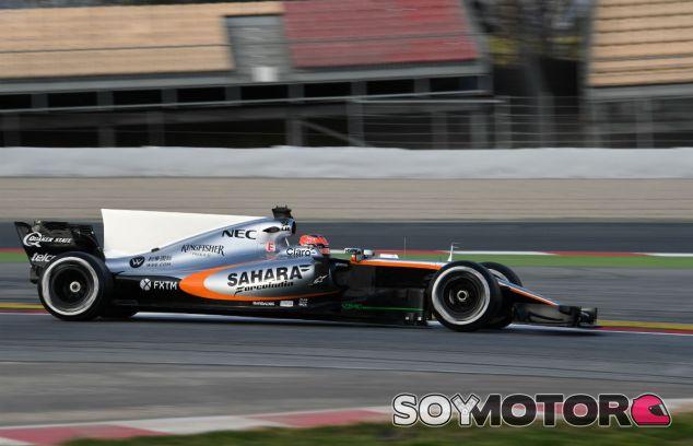 Ocon durante los tests en el Circuit de Barcelona-Catalunya - SoyMotor