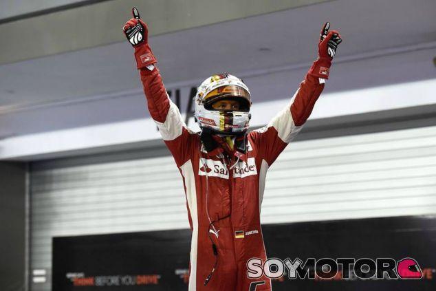 Vettel ganó su tercera carrera con Ferrari en Singapur - LaF1