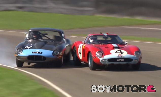 A pesar de que el contacto parece inminente, el Jaguar E-Type termina con un trompo y sin rozar al Ferrari - SoyMotor