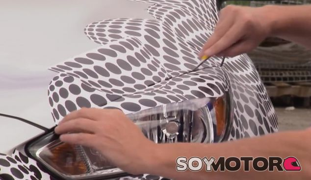 Trabajo de camuflaje sobre la zona de las ópticas y el capó - SoyMotor