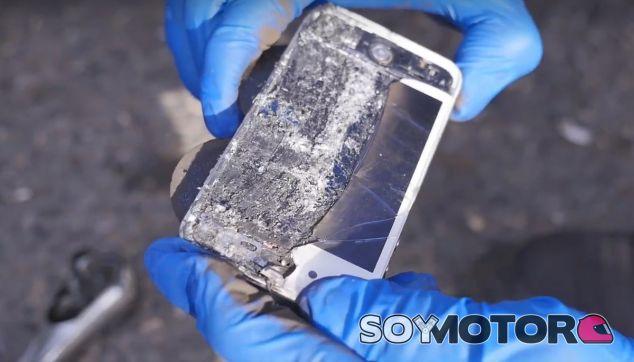 Experimentos con gaseosa: iPhone como pastillas de frenos