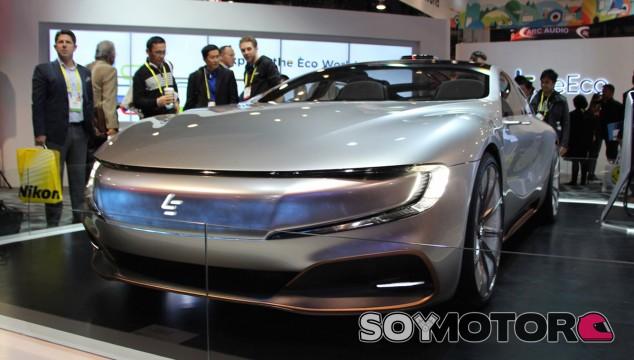 El LeEco LeSee Pro concept en su stand en el CES 2017 - SoyMotor