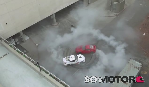 En este peculiar Black Friday también hay un 2x1 en humo y neumáticos quemados - SoyMotor