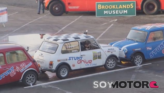 Aparcamiento perfecto.... ¡ Y de Guinness World Record! - SoyMotor