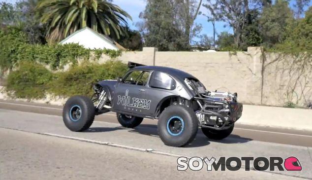 El Volkswagen Beetle en una de las vías de circunvalación de San Diego - SoyMotor