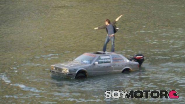 Marco Amoretti luce menos elegante que James Bond con su Lotus submarino - SoyMotor