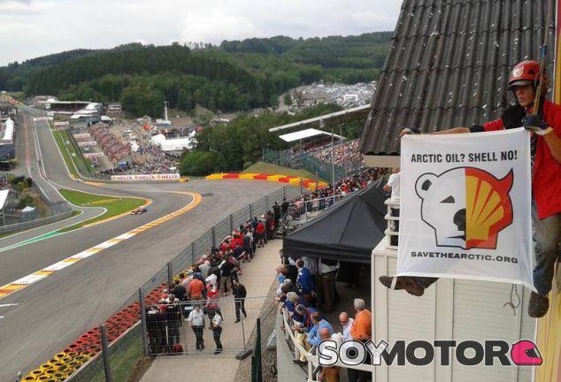 Activista de Greenpeace en el Gran Premio de Bélgica