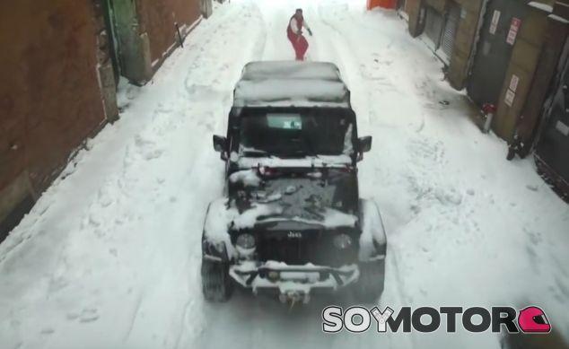 Jeep y snowboarder surcan las calles de Nueva York - SoyMotor