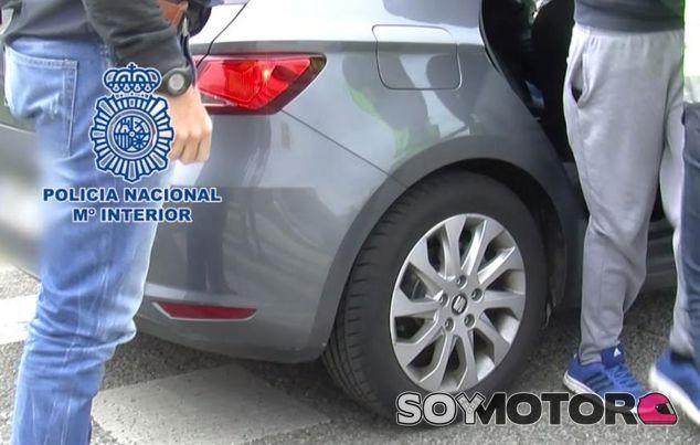 Momento en el que se procede a la detención de este temerario conductor (Policía Nacional) - SoyMotor