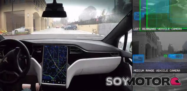 La peculiar visión del mundo del Autopilot de Tesla en una imagen - SoyMotor