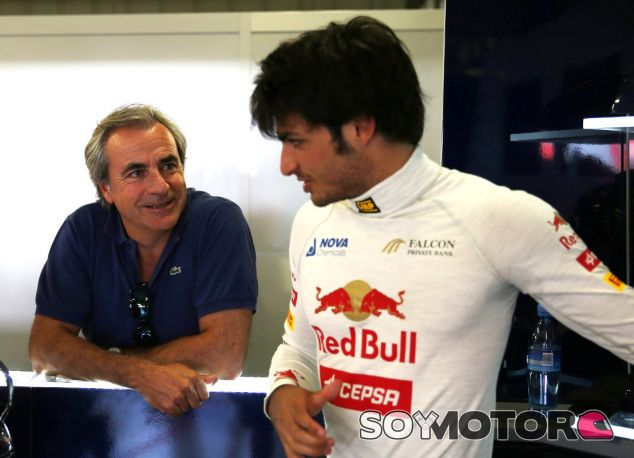 Carlos Sainz Jr junto a su padre, Carlos Sainz, en una imagen de archivo de 2013 - LaF1