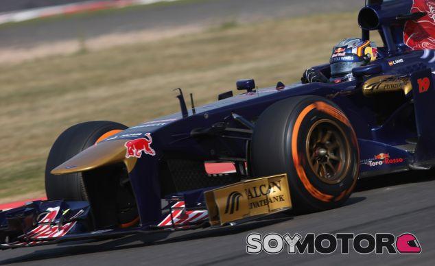 Carlos Sainz en los tests de Silverstone de 2013 - LaF1