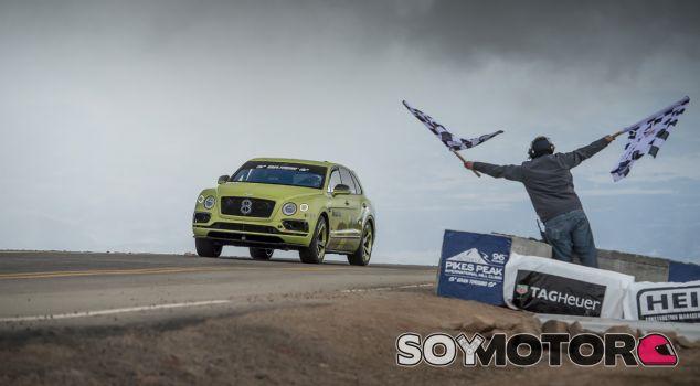 Bentley ha conquistado Pikes Peak con un Bentayga W12 biturbo - SoyMotor