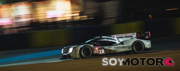 El Porsche 919 Hybrid 19 en la noche de Le Mans - SoyMotor