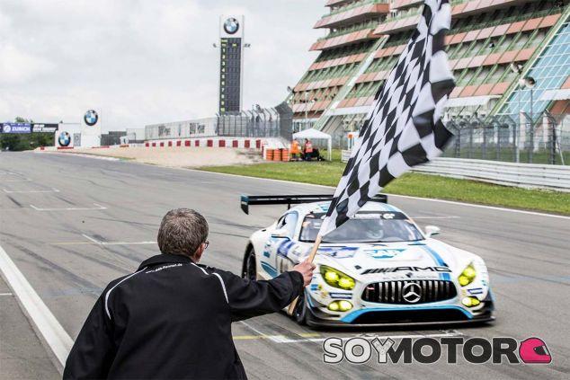 Mercedes copa las cuatro primeras plazas en las 24h de Nürburgring