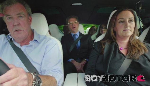 La cara de resignación de Jeremy Clarkson lo dice todo - SoyMotor