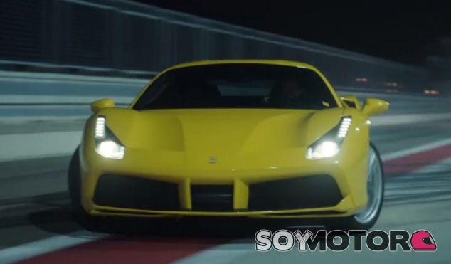 El Ferrari 488 GTB es el protagonista del vídeo más espectacular de la semana - SoyMotor