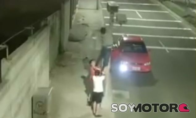 Estos jóvenes fueron cazados dos veces. Una por el radar, otro por una cámara cercana - SoyMotor