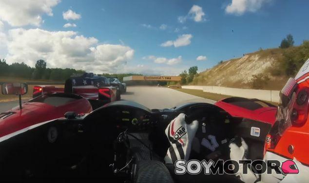 Sortear GTs a toda velocidad, parece un trabajo muy divertido el de Kyle Marcelli - SoyMotor