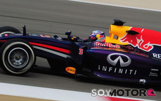 Daniel Ricciardo en el RB10, durante los segundos test de Baréin - LaF1
