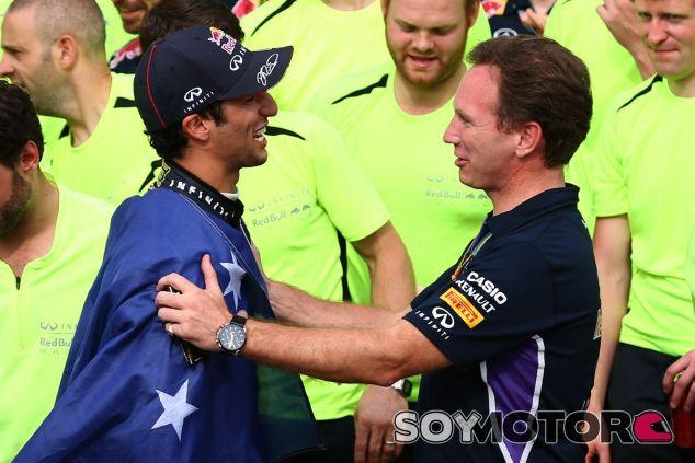 Christian Horner felicita a Daniel Ricciardo después del GP de Canadá - LaF1