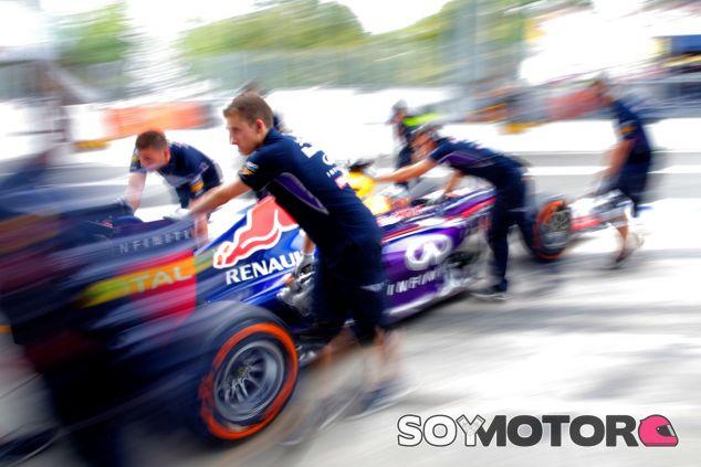 Sebastian Vettel en el Pit-Lane de Monza - LaF1
