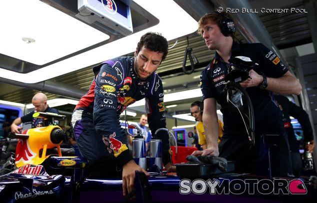 Daniel Ricciardo y su RB10 - LaF1