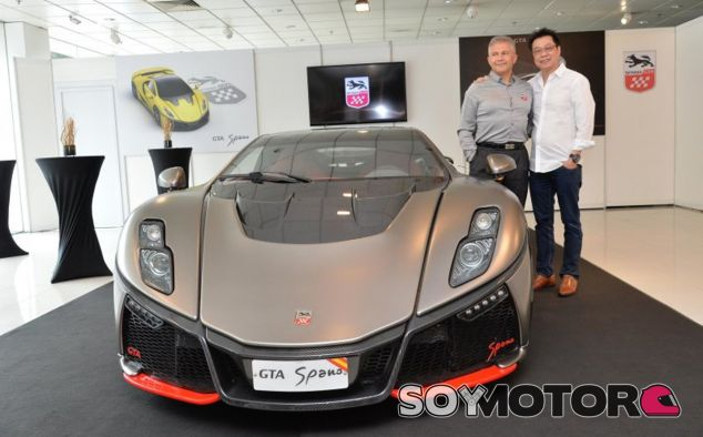 Foto realizada durante el acto de presentación del GTA Spano en Singapur - SoyMotor