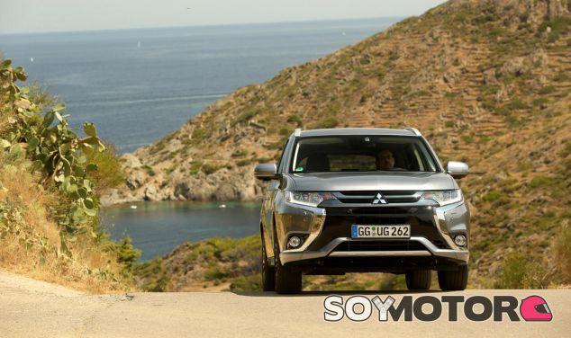 Mitsubishi da un gran empujón al Outlander PHEV 2016 - SoyMotor