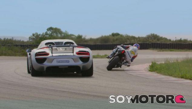 Duelo en plena curva entre el 918 Spyder y la YZF-R1 - SoyMotor