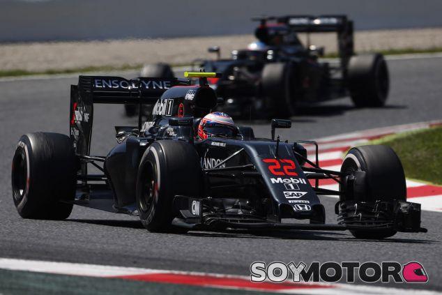 Jenson Button y Fernando Alonso en Barcelona - LaF1