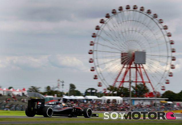 Fernando Alonso, bajo la atenta mirada de la noria de Suzuka - LaF1