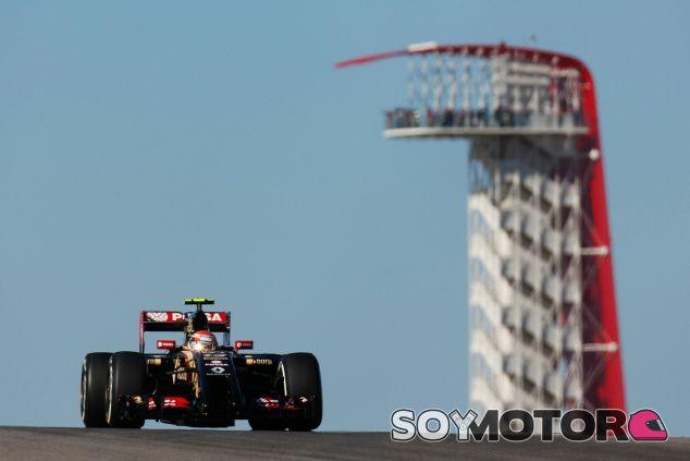 Maldonado bajo la torre de Austin en la carrera del año pasado - LaF1